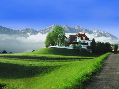 красивое фото гор и дома