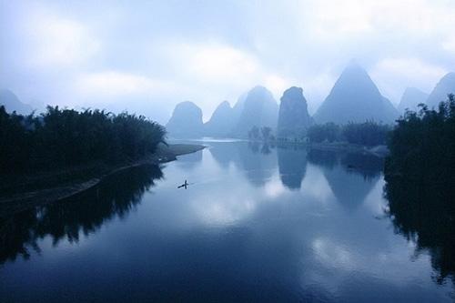 водный пейзаж в тумане