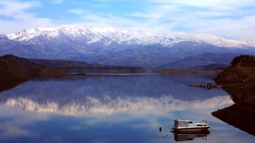 водный пейзаж и горы
