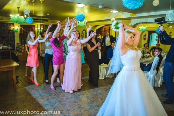 бросание свадебного букета