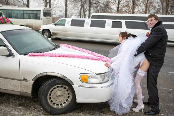 веселая свадебная фотография